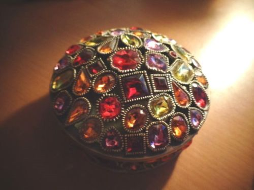 Sweet right? In a slightly garish, blingy, handcrafty way!