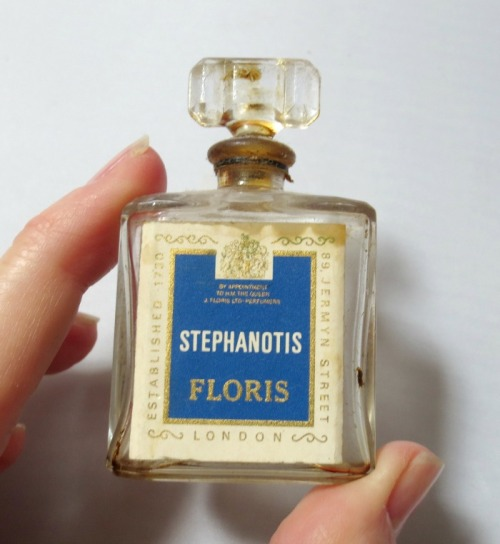 Floris-perfume-bottle-700