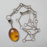 Mod-Amber-neck1