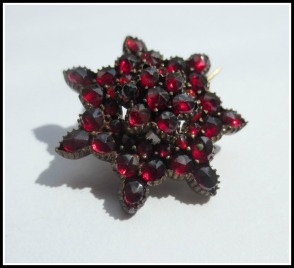 small-garnet-star