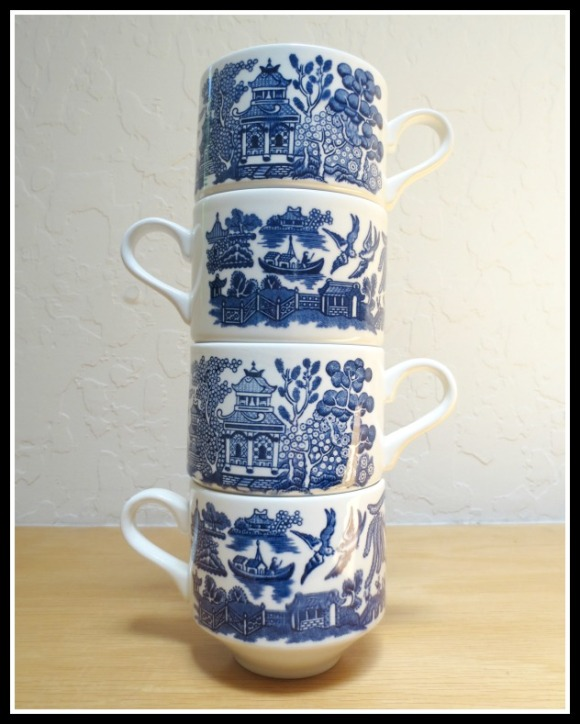 blue-willow-teacups