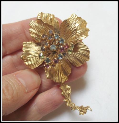 flower-pin