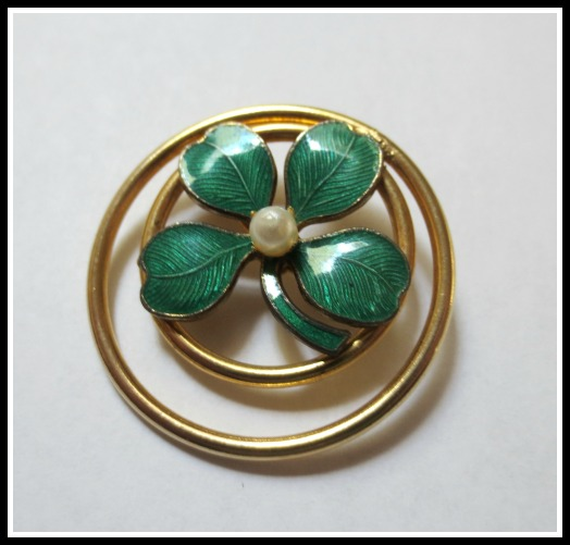 blog-shamrock-pin